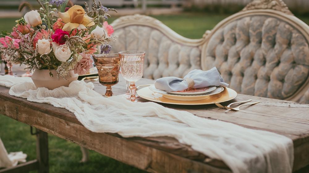 Our vintage rentals plus florals by Boise Flower Farm equals pure bliss.