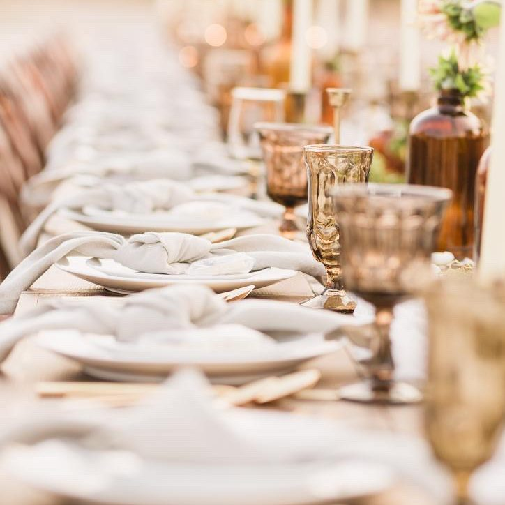 Neutral autumn colors featuring mismatched brown goblets and natural linen napkins.